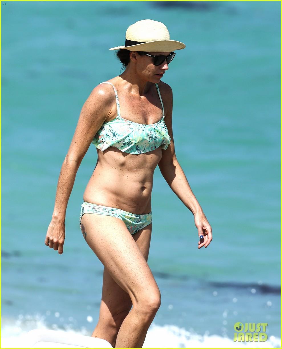 minnie driver bares bikini body 07
