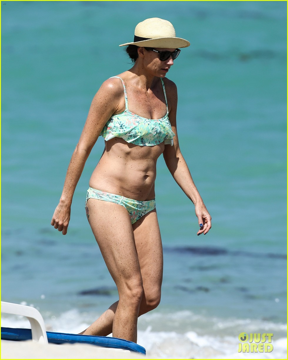 minnie driver bares bikini body 08