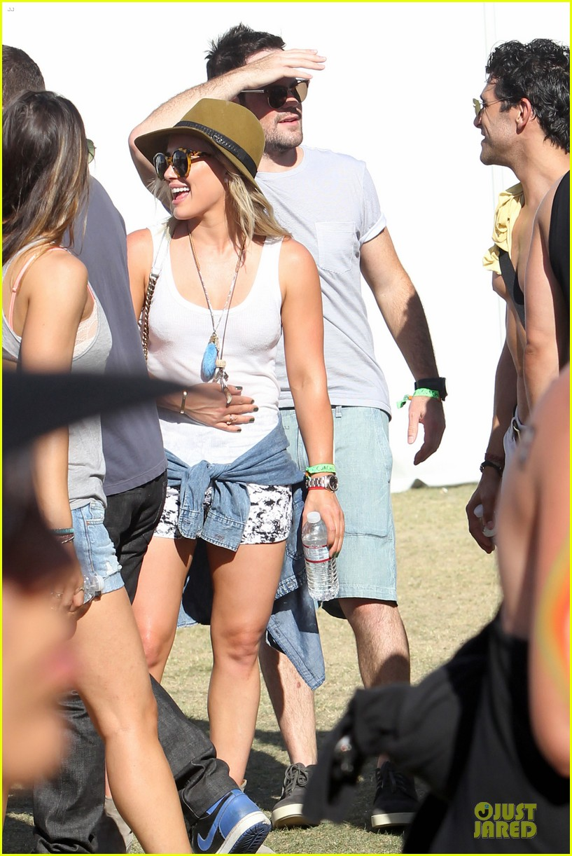 hilary duff mike comrie friendly affair at coachella 10
