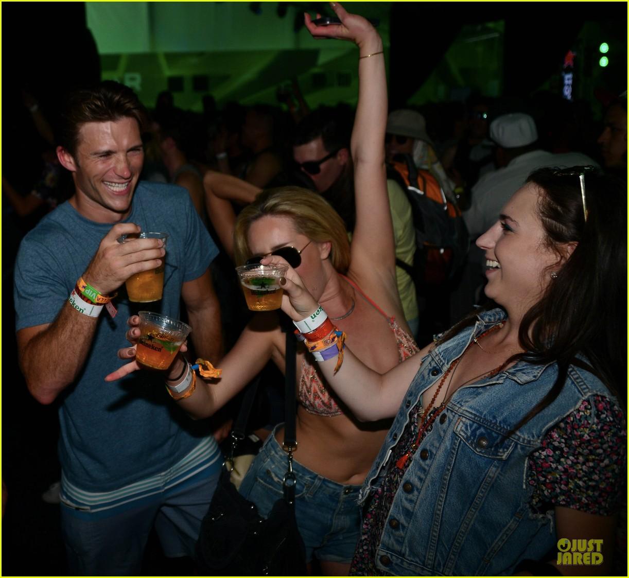 scott eastwood shirtless body at coachella 09