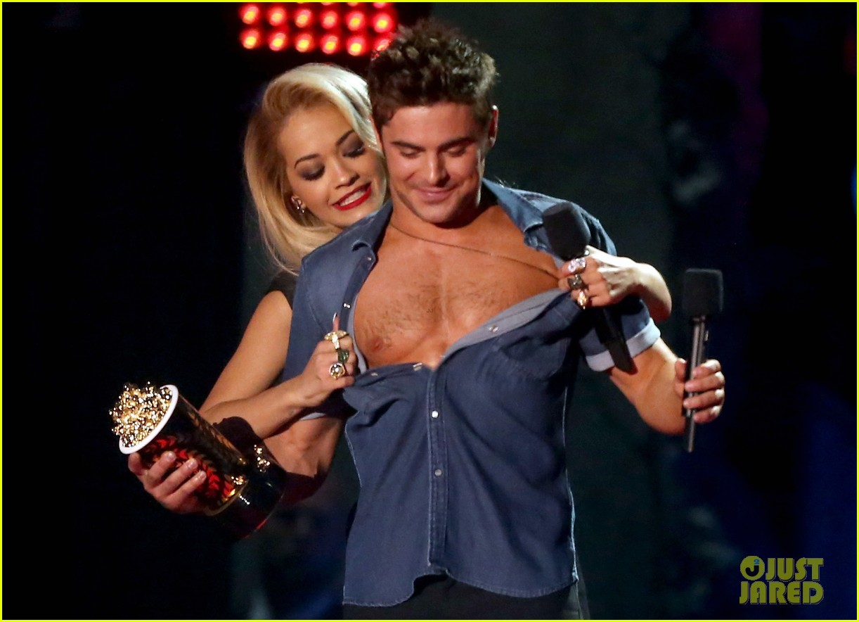 zac efron interviewed shirtless mtv movie awards 09