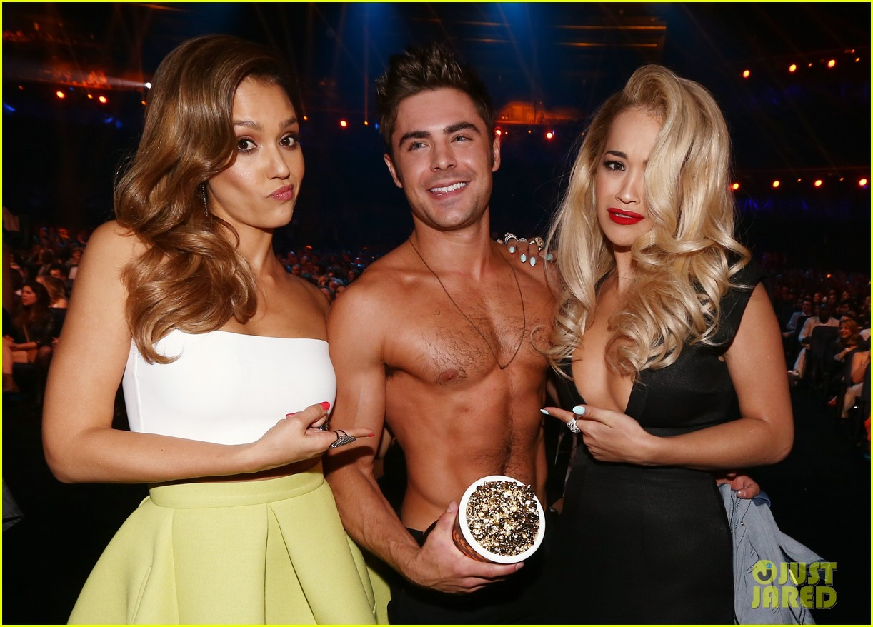 more zac efron shirtless photos mtv movie awards 2014 07