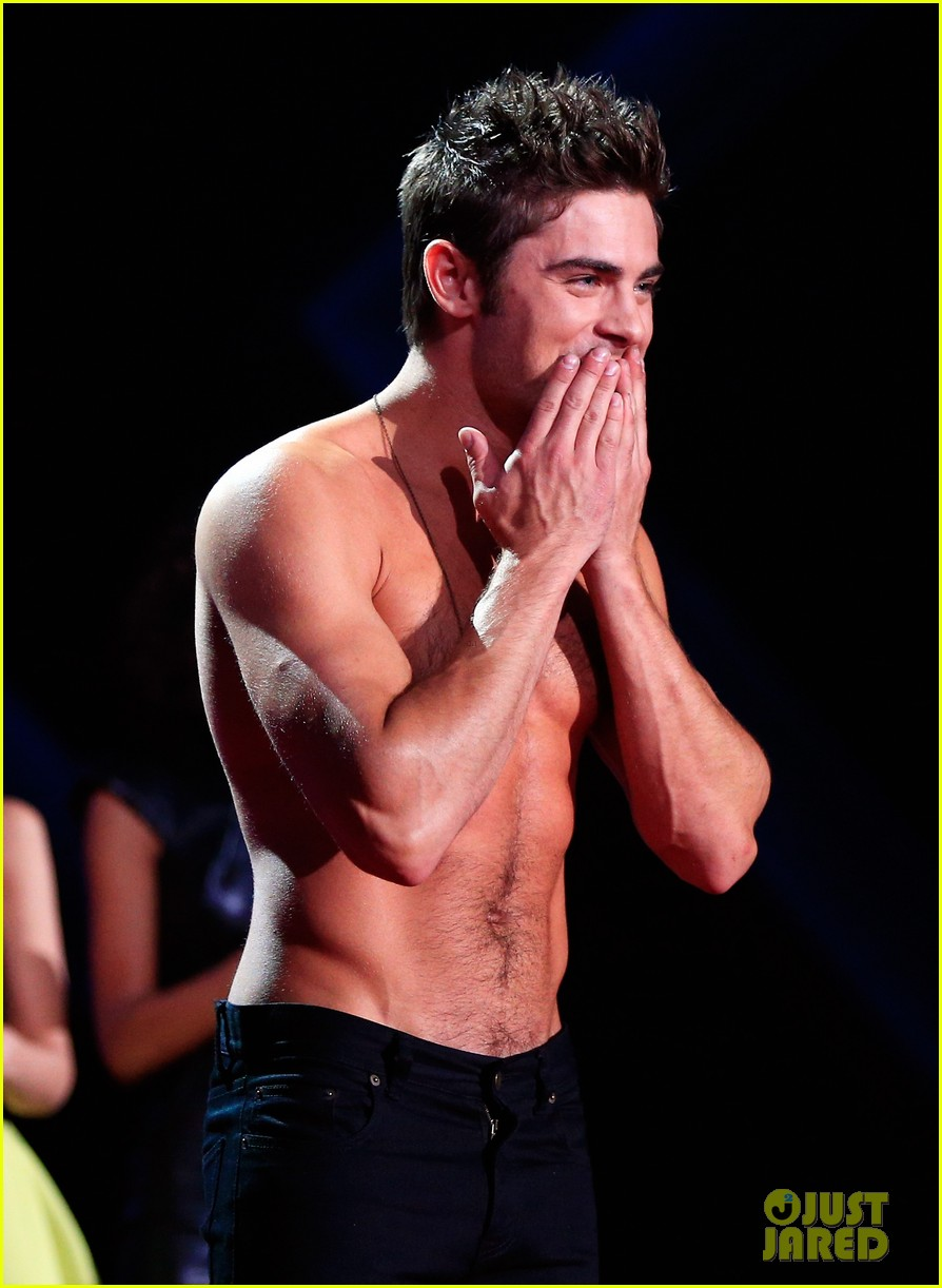 more zac efron shirtless photos mtv movie awards 2014 233091687