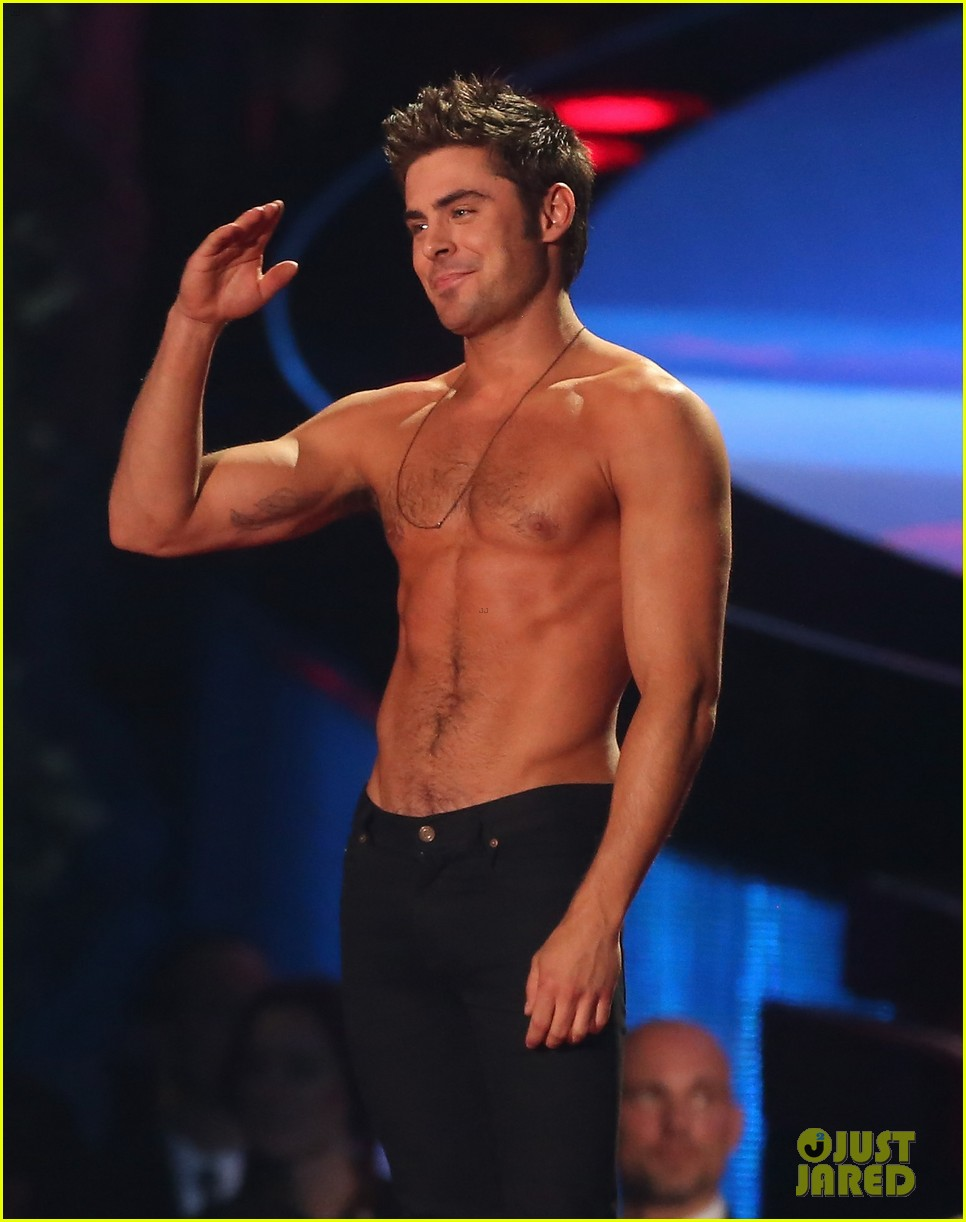 more zac efron shirtless photos mtv movie awards 2014 31