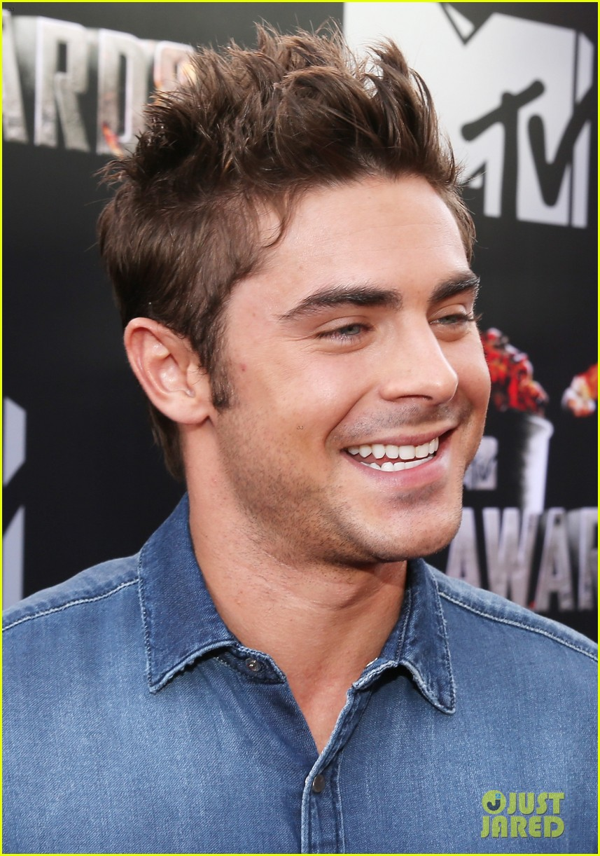 zac efron arms mtv movie awards 2014 04