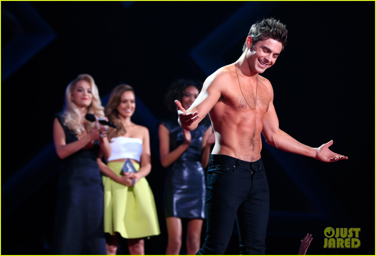zac efron shirtless mtv movie awards 2014 07