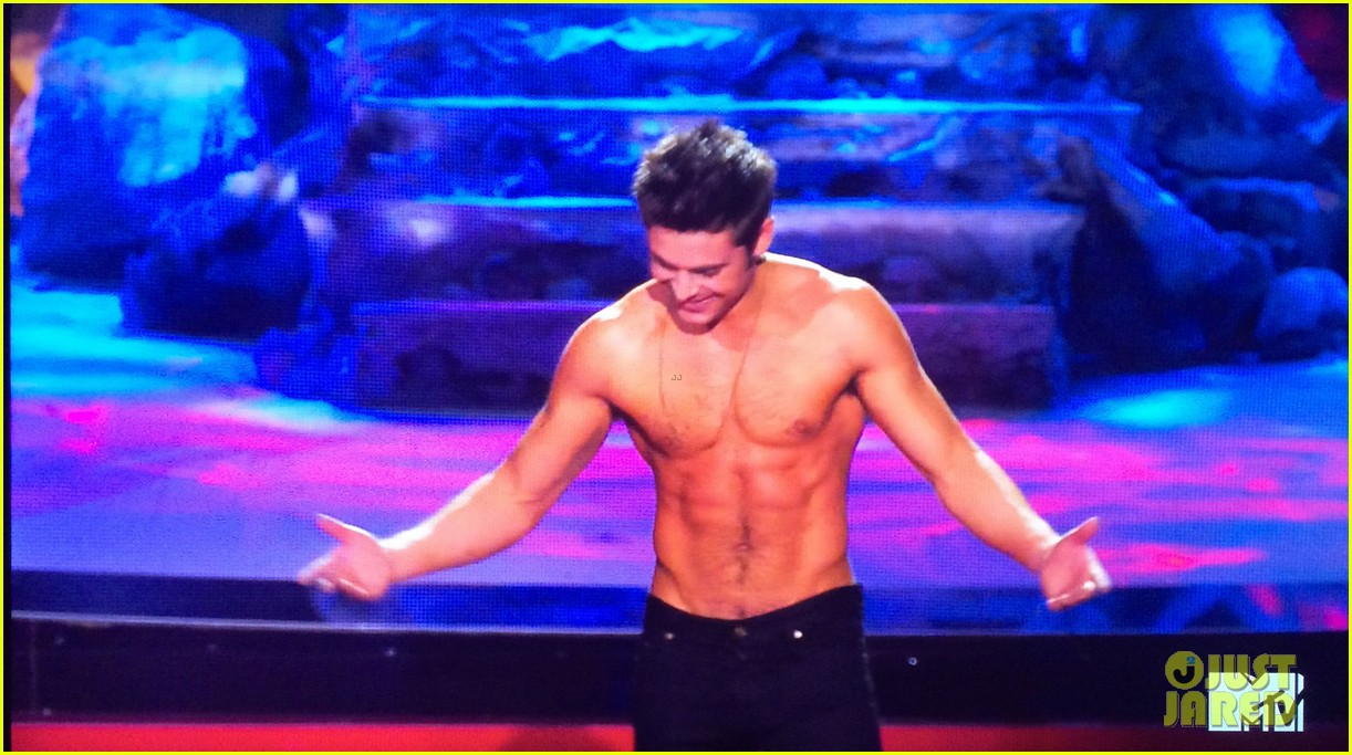 zac efron shirtless mtv movie awards 2014 193091298