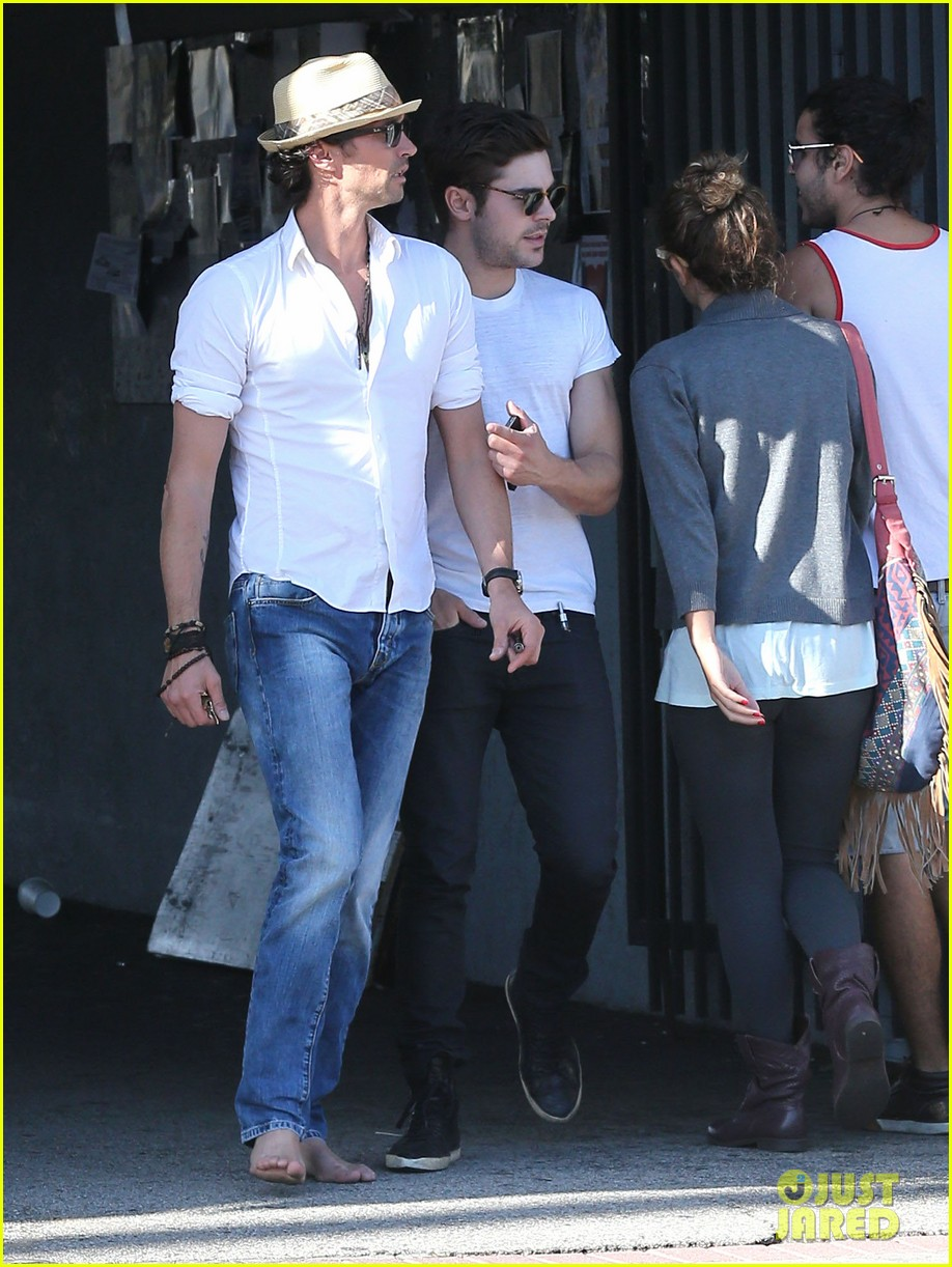 zac efron toned arms shopping guitars 17