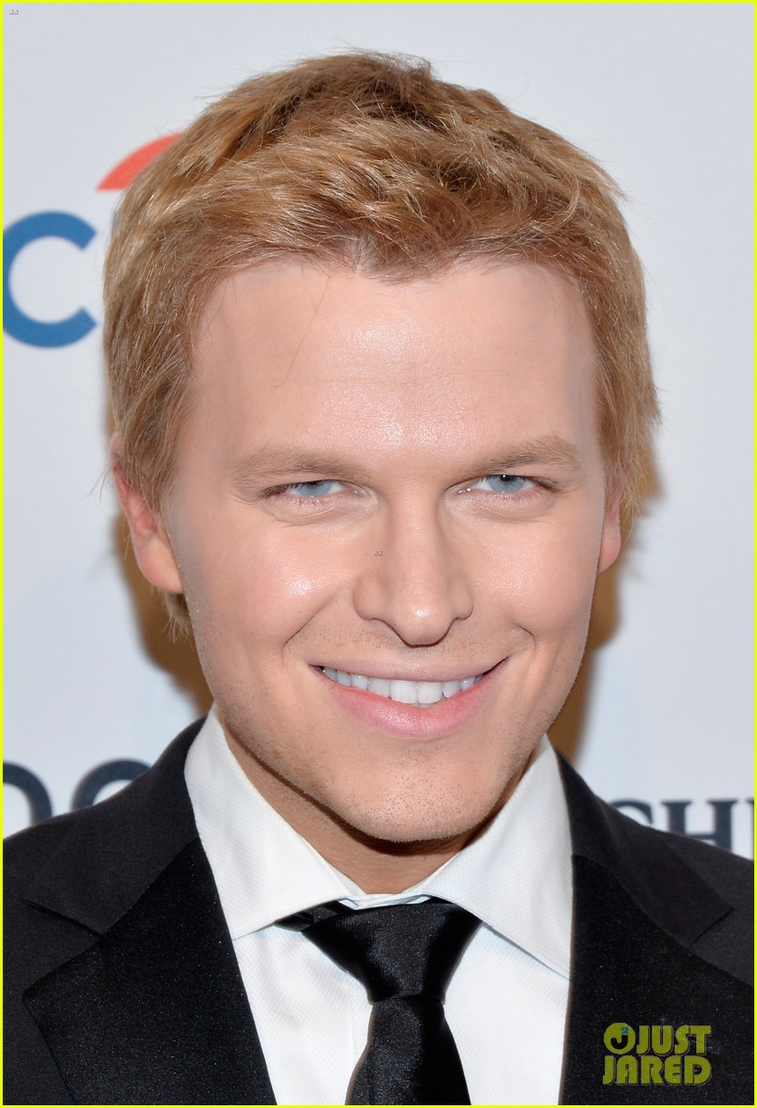 ronan farrow frank sinatra like blue eye color is fake 02
