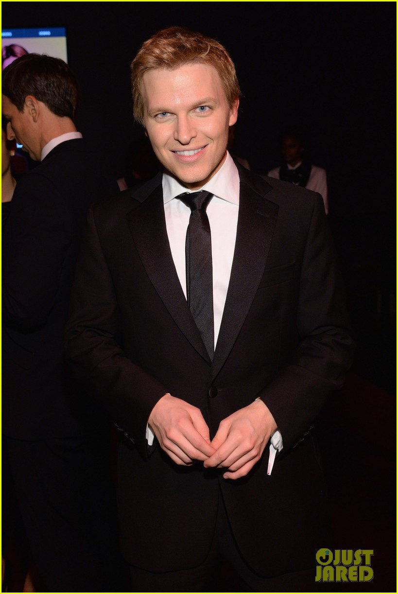 ronan farrow frank sinatra like blue eye color is fake 04