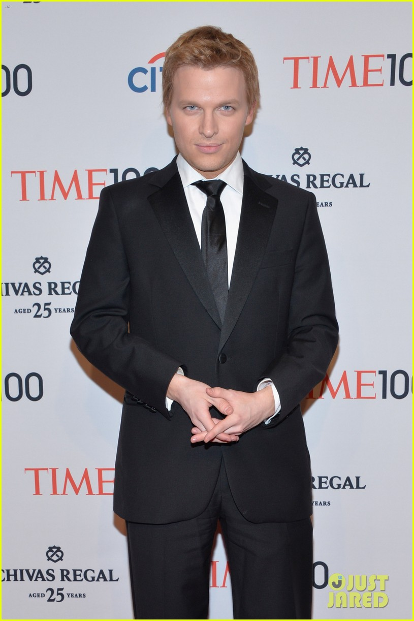 ronan farrow frank sinatra like blue eye color is fake 073102679