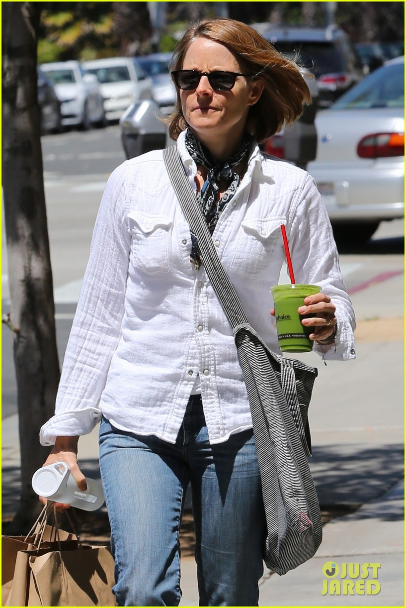 jodie foster steps out after surprise weekend wedding 033098353