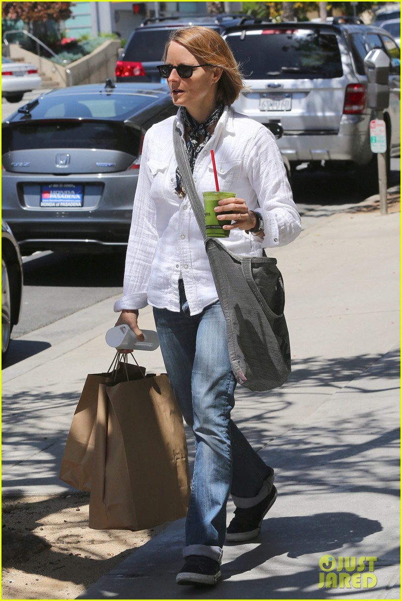 jodie foster steps out after surprise weekend wedding 04