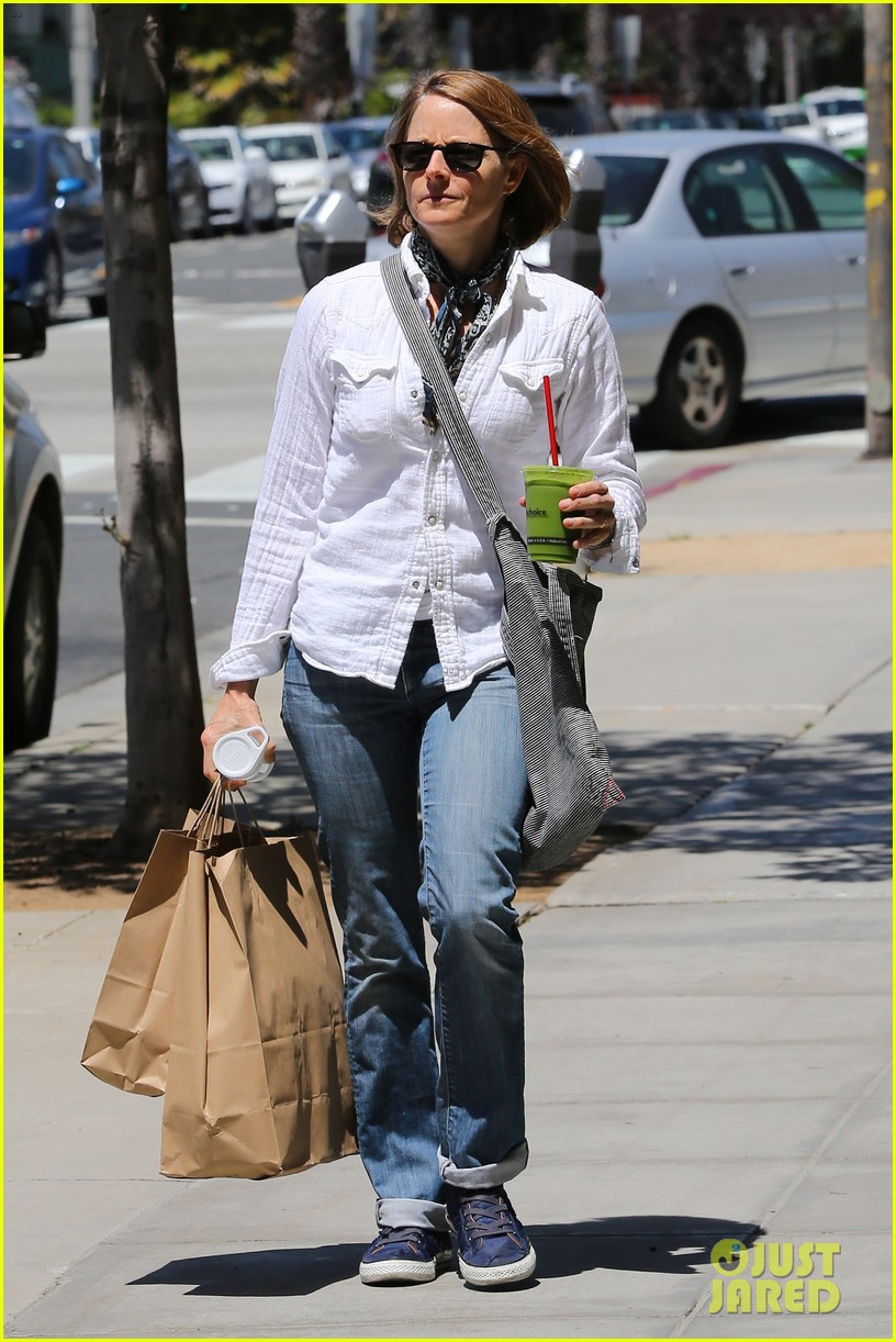 jodie foster steps out after surprise weekend wedding 08