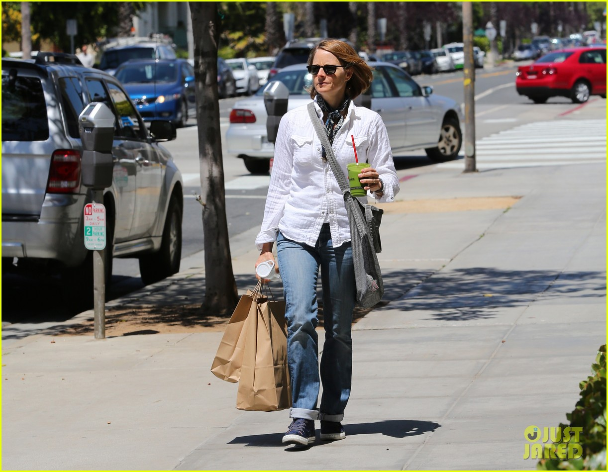 jodie foster steps out after surprise weekend wedding 09