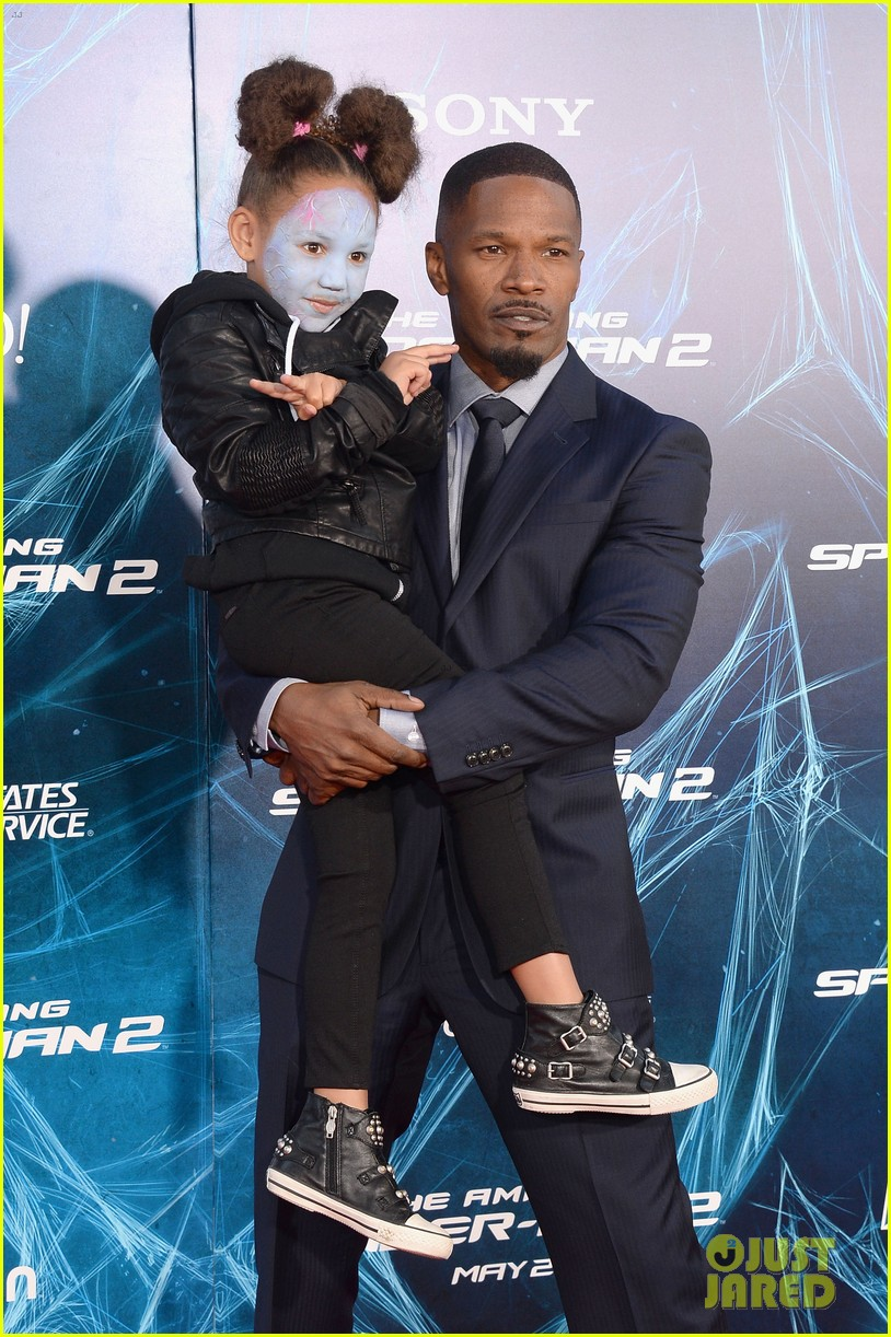 http://cdn04.cdn.justjared.com/wp-content/uploads/2014/04/foxx-makeup/jamie-foxx-daughter-wears-electro-makeup-at-amazing-spider-man-2-premiere-11.jpg