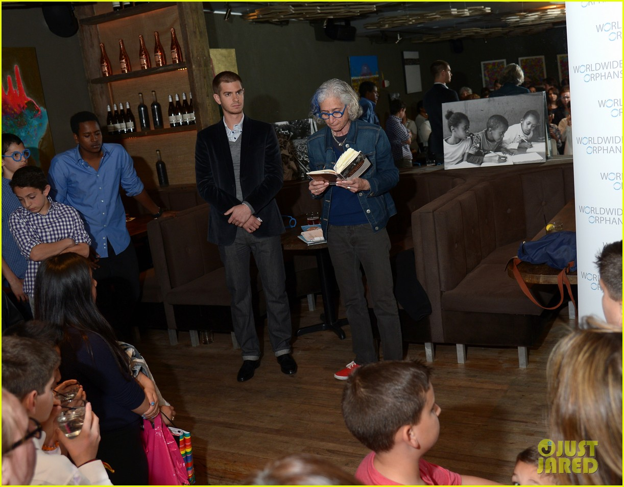 andrew garfield helps raise 10k at worldwide orphans spiderman 2 screening 023100497