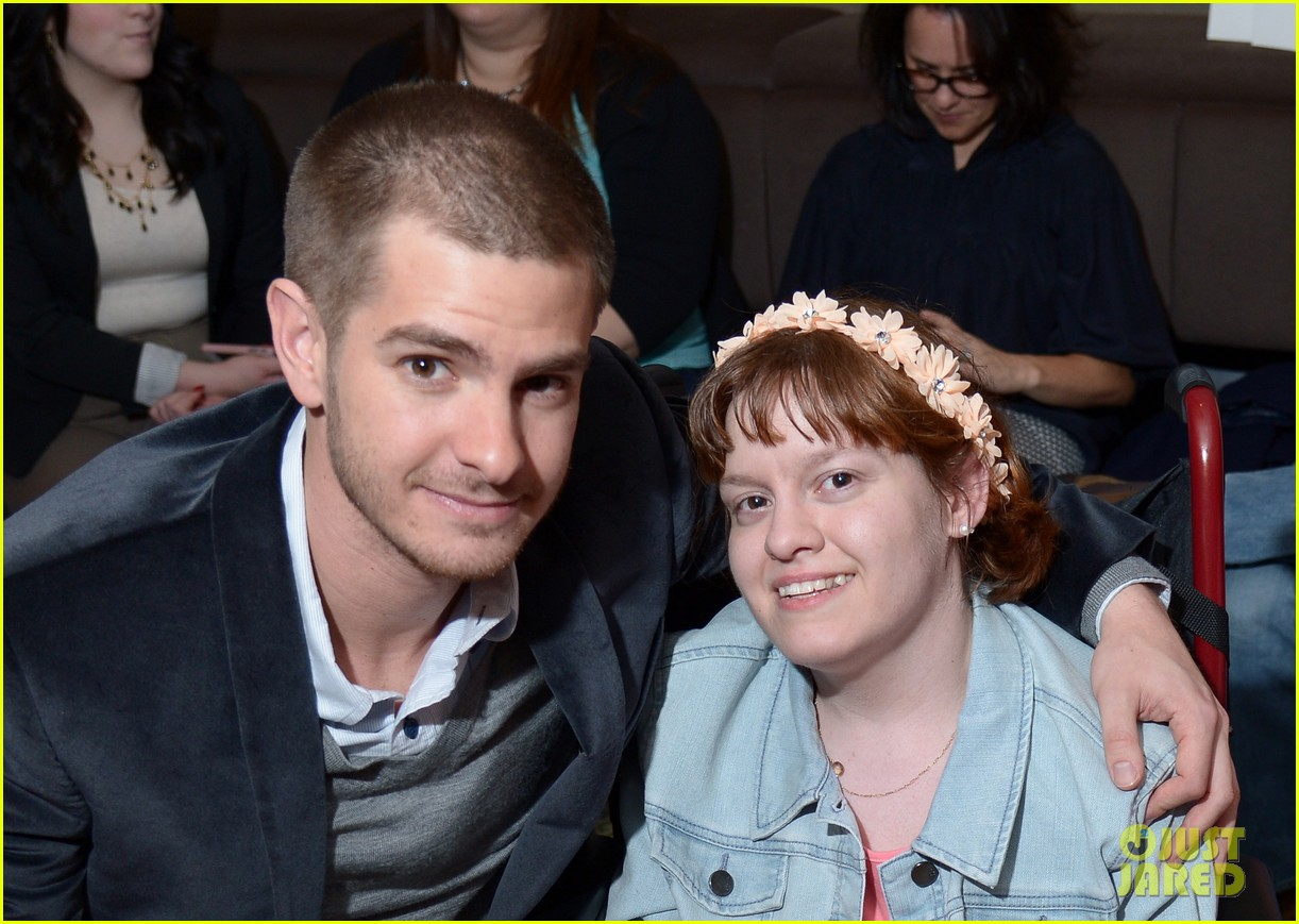 andrew garfield helps raise 10k at worldwide orphans spiderman 2 screening 033100498