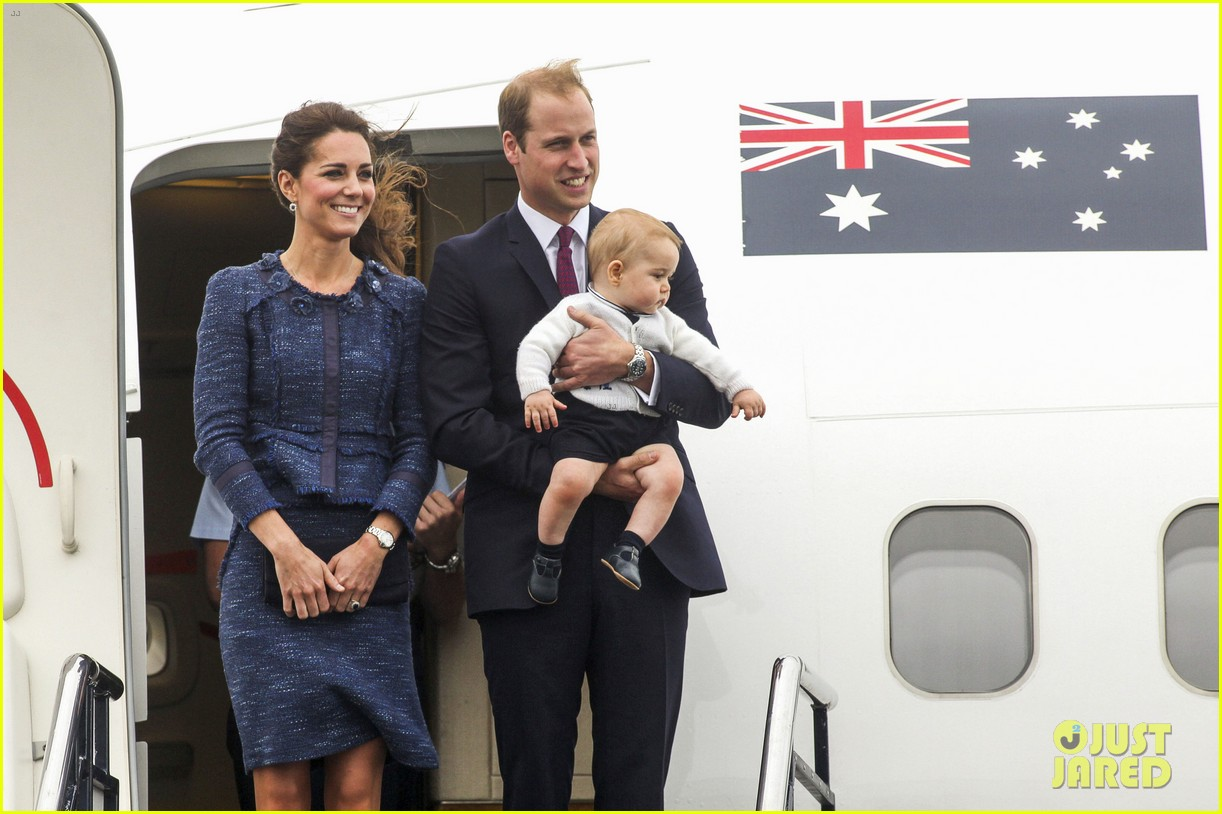 prince george makes appearance parents play with puppies 303092965