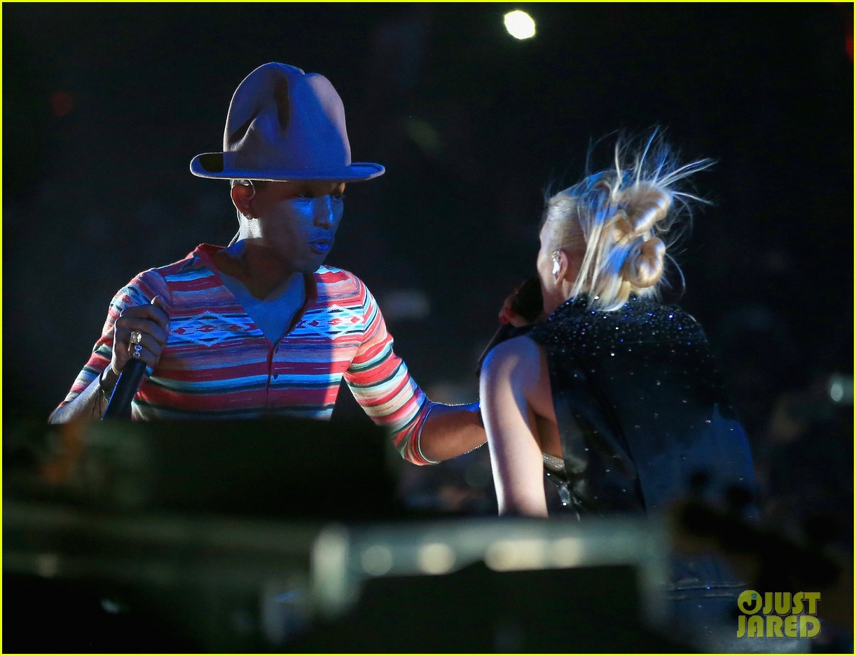 gwen stefani hollaback girl pharrell williams coachella video 10