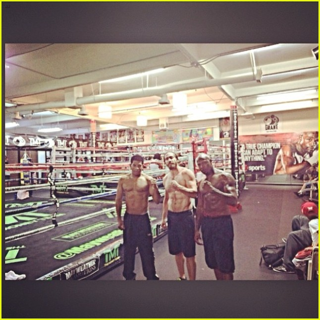 jake gyllenhaal shirtless boxing vegas 033092830