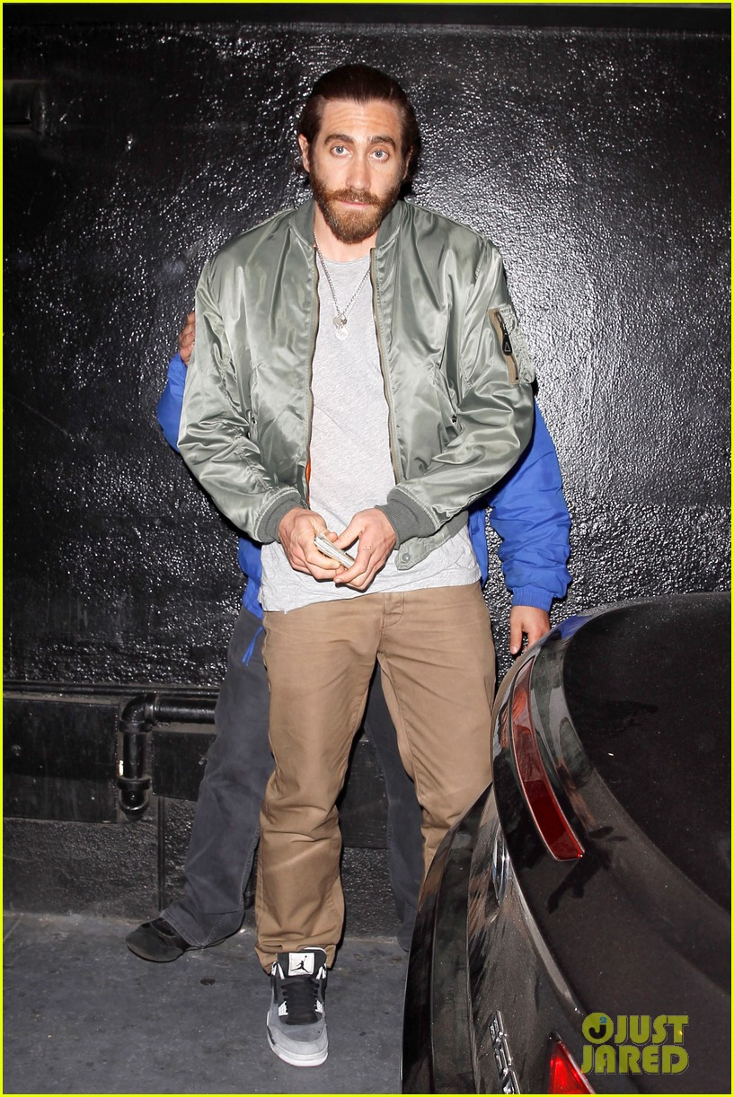 jake gyllenhaal aaron paul are easy on the eyes at arcade fire concert 09
