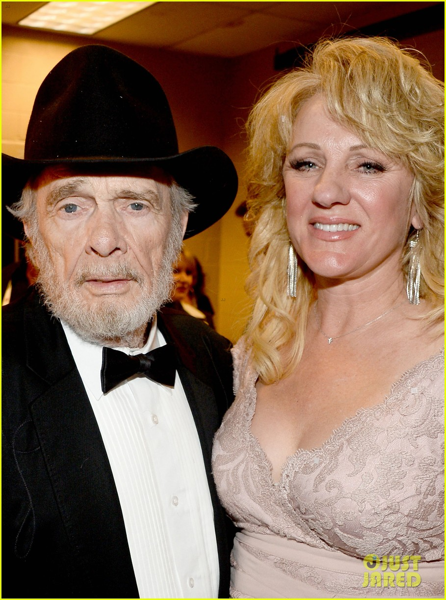 merle haggard acm awards 2014 with wife 05