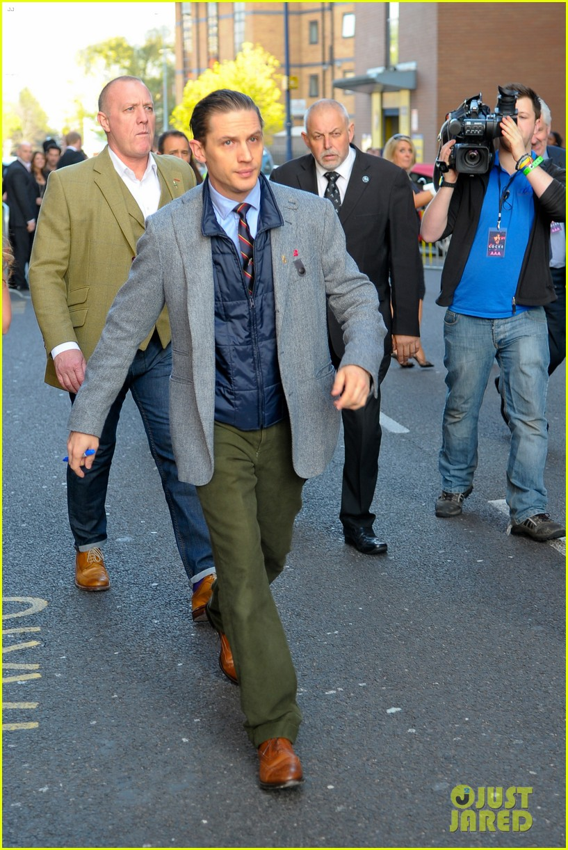 tom hardy slicks back his hair locke uk premiere 023094399