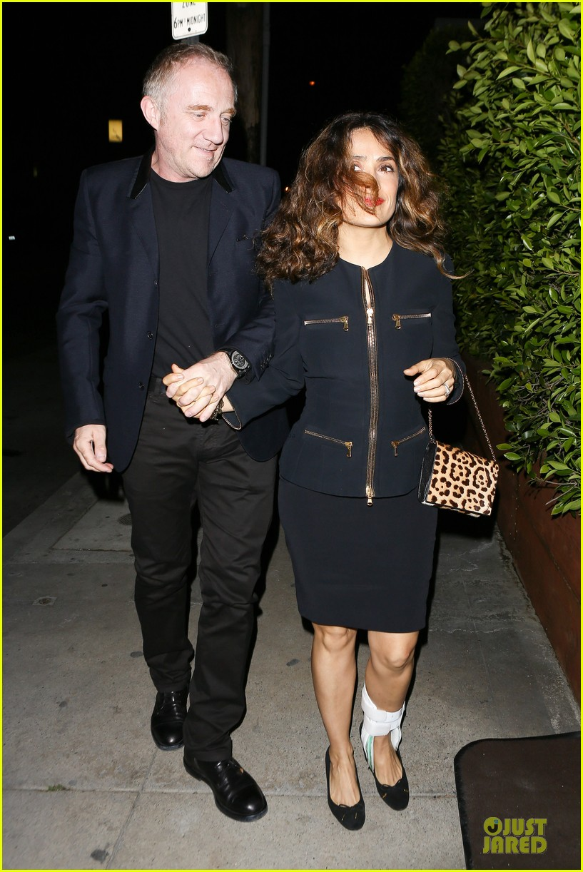 salma hayek can still look classy with ankle brace 25