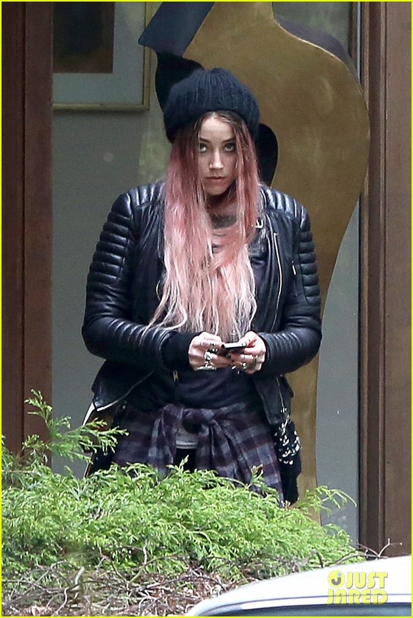amber heard back to work after partying with gal pals 033093406