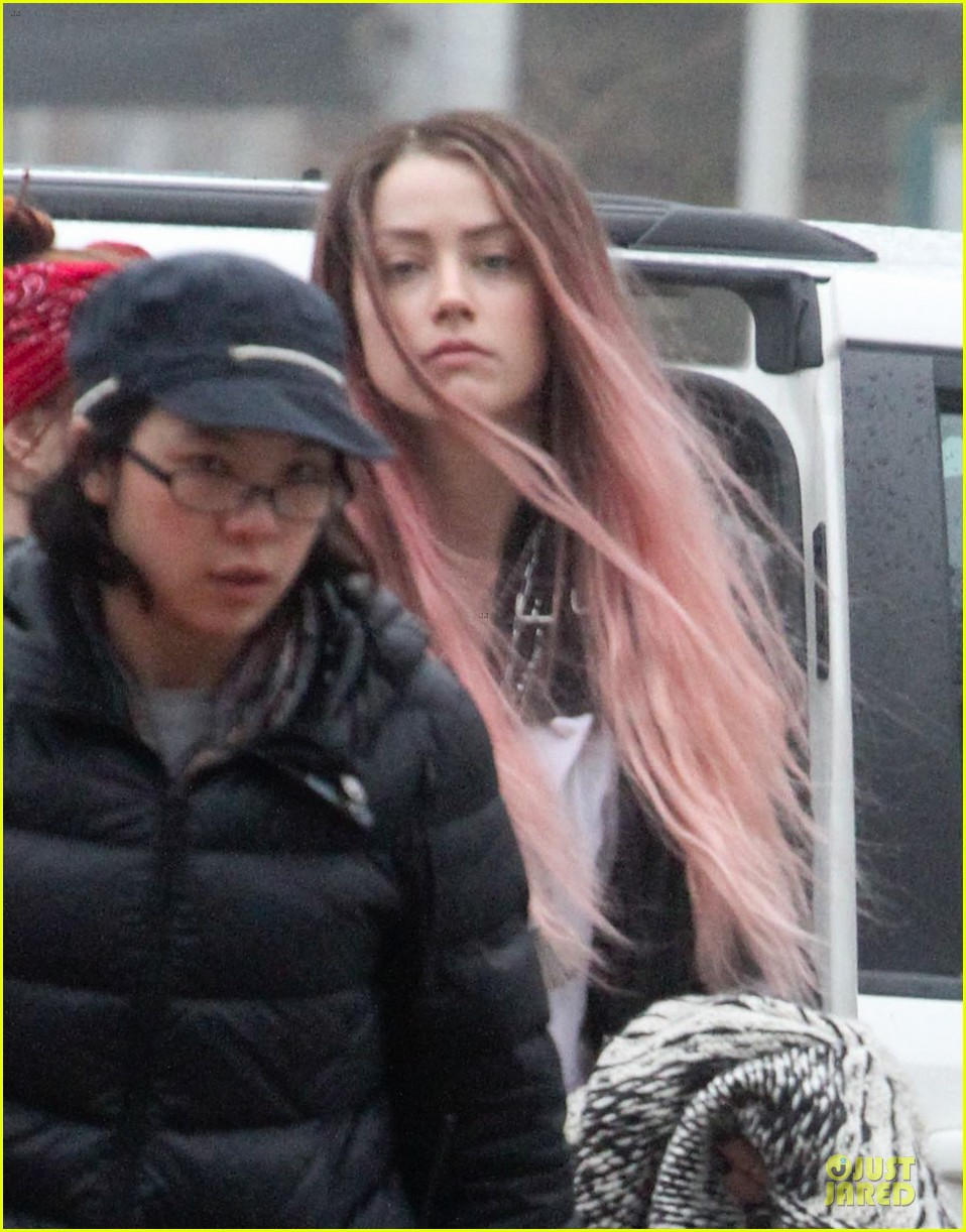 amber heard rocks pink wig on new movie 04