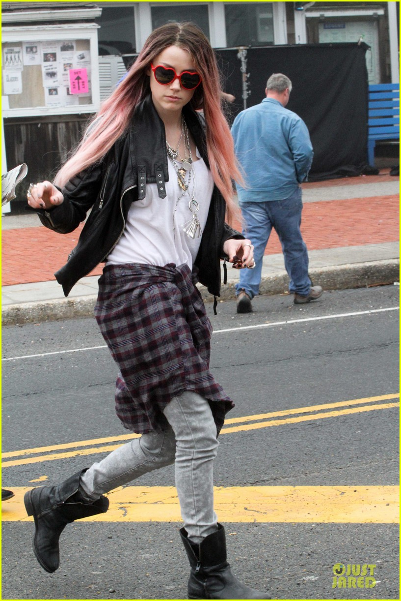 amber heard rocks pink wig on new movie 07