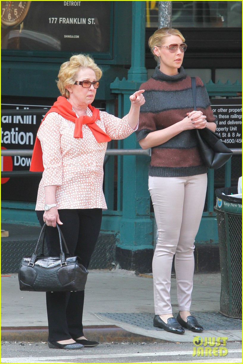 katherine heigl ventures off with mother after wrapping up state of affairs pilot 07