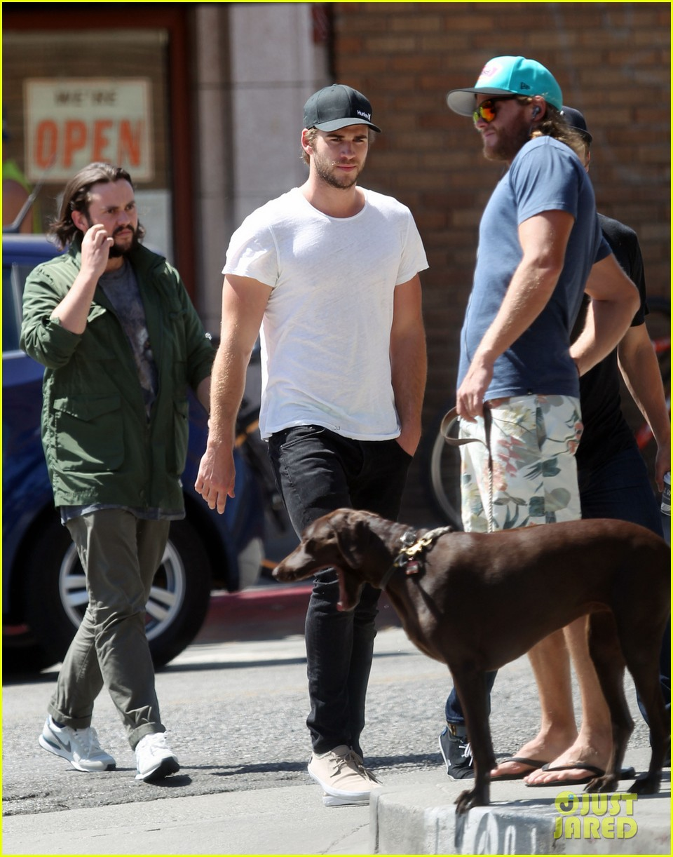 liam hemsworth emerges and he is looking fit 03