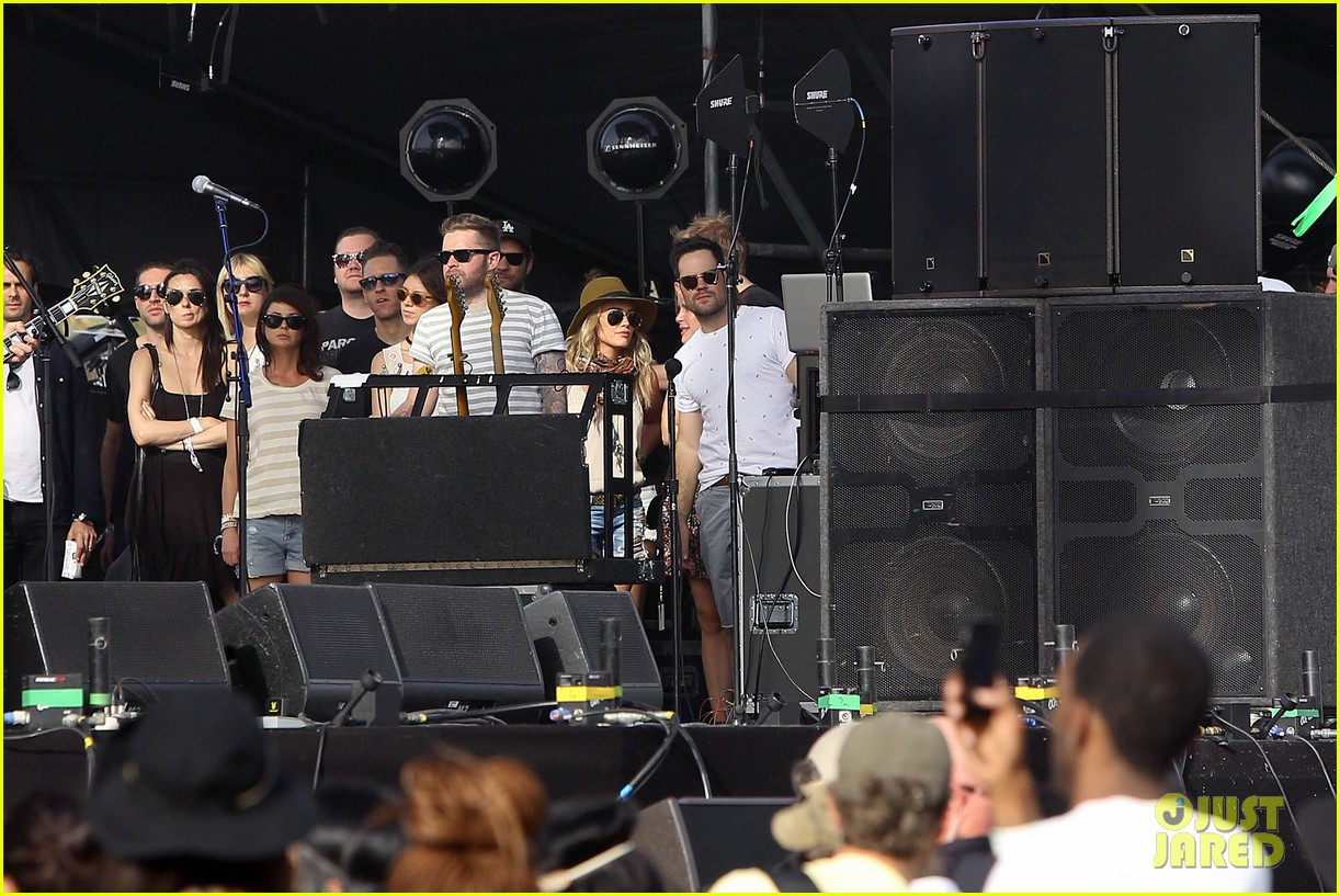hilary duff mike comrie backstage coachella musica festival 2014 11