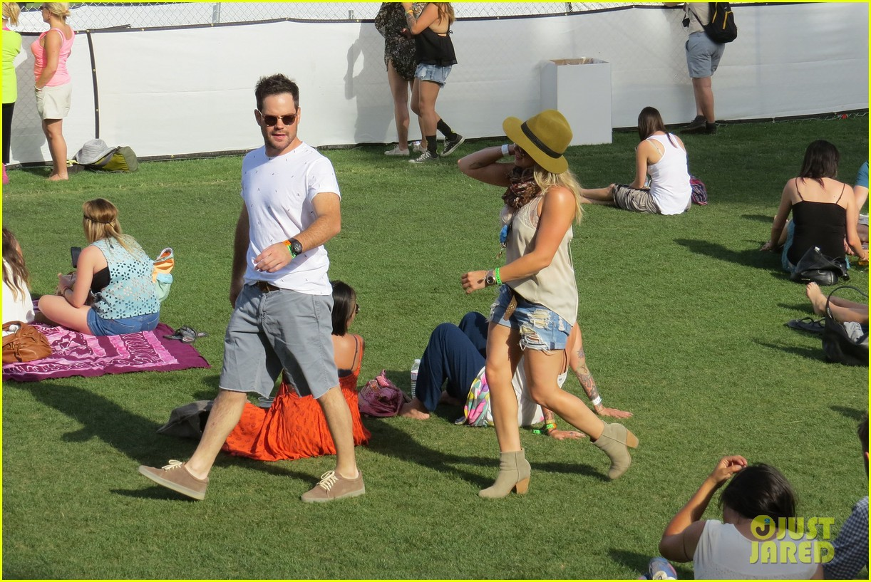 hilary duff mike comrie backstage coachella musica festival 2014 153090444