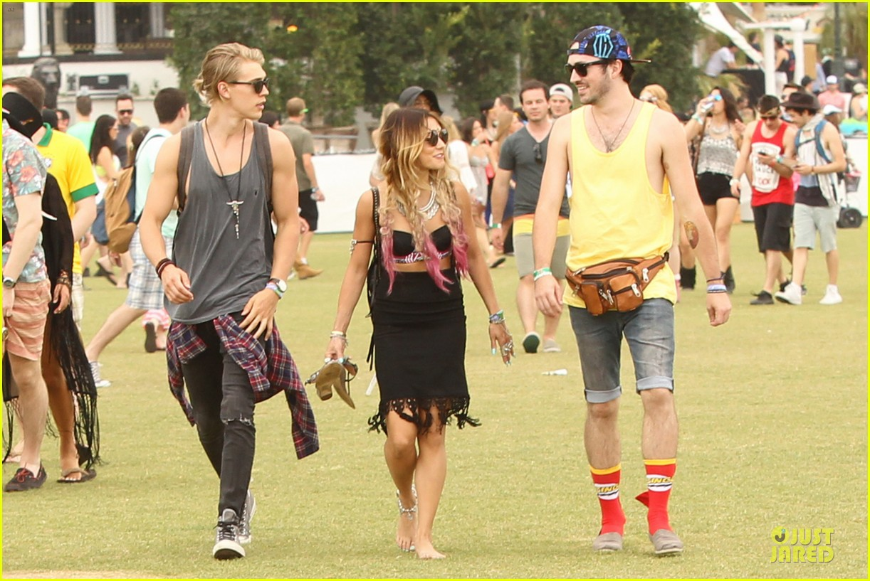vanessa hudgens austin butler couldnt get enough of coachella 05