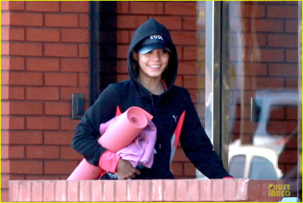 vanessa hudgens fringe statement at the gym 02