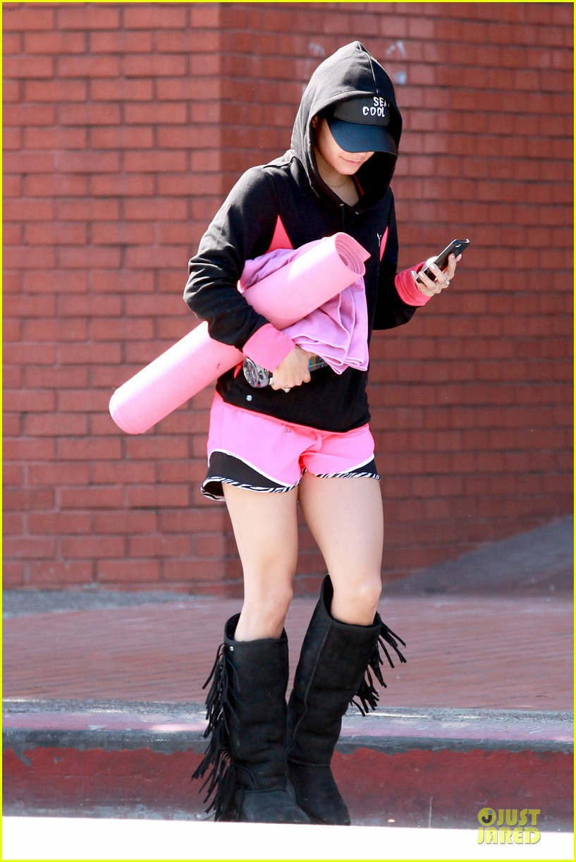 vanessa hudgens fringe statement at the gym 07