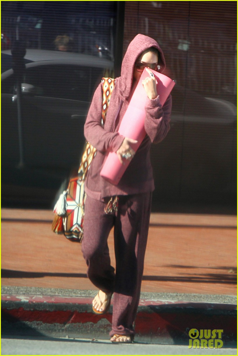 vanessa hudgens head to to purple at gym 07