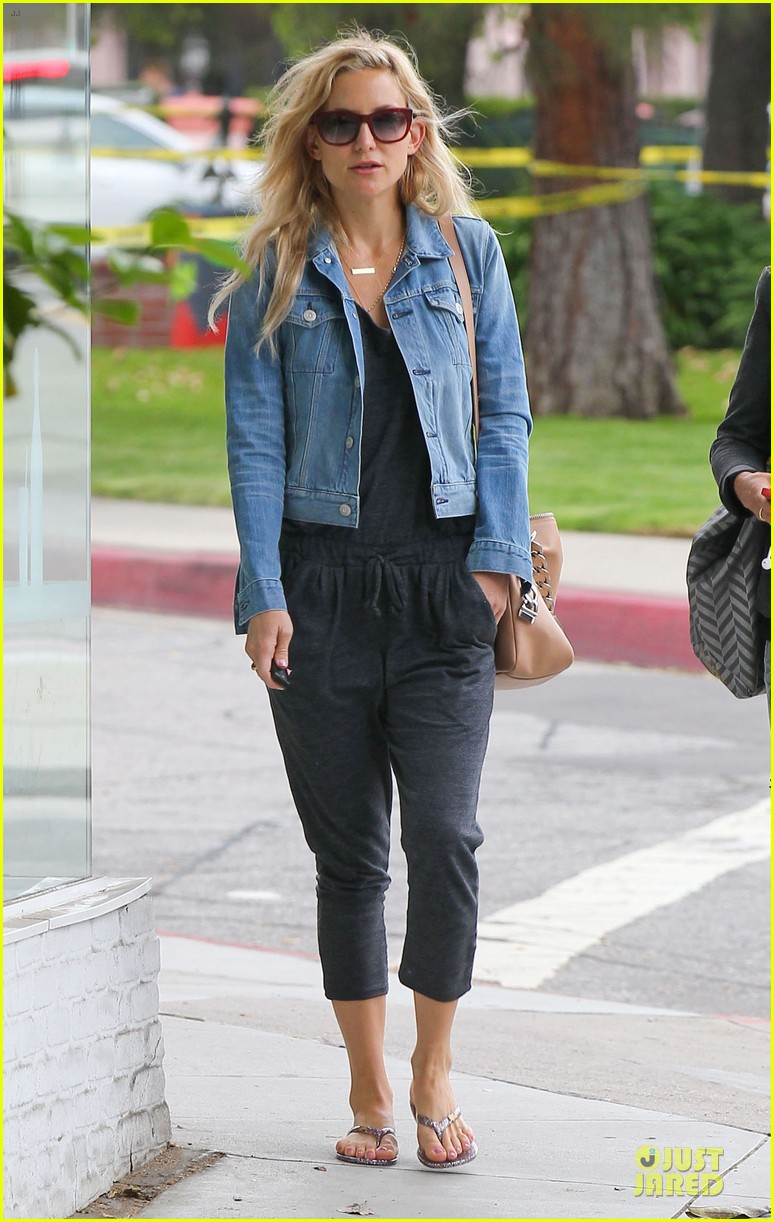 kate hudson watches hoarders 013094807