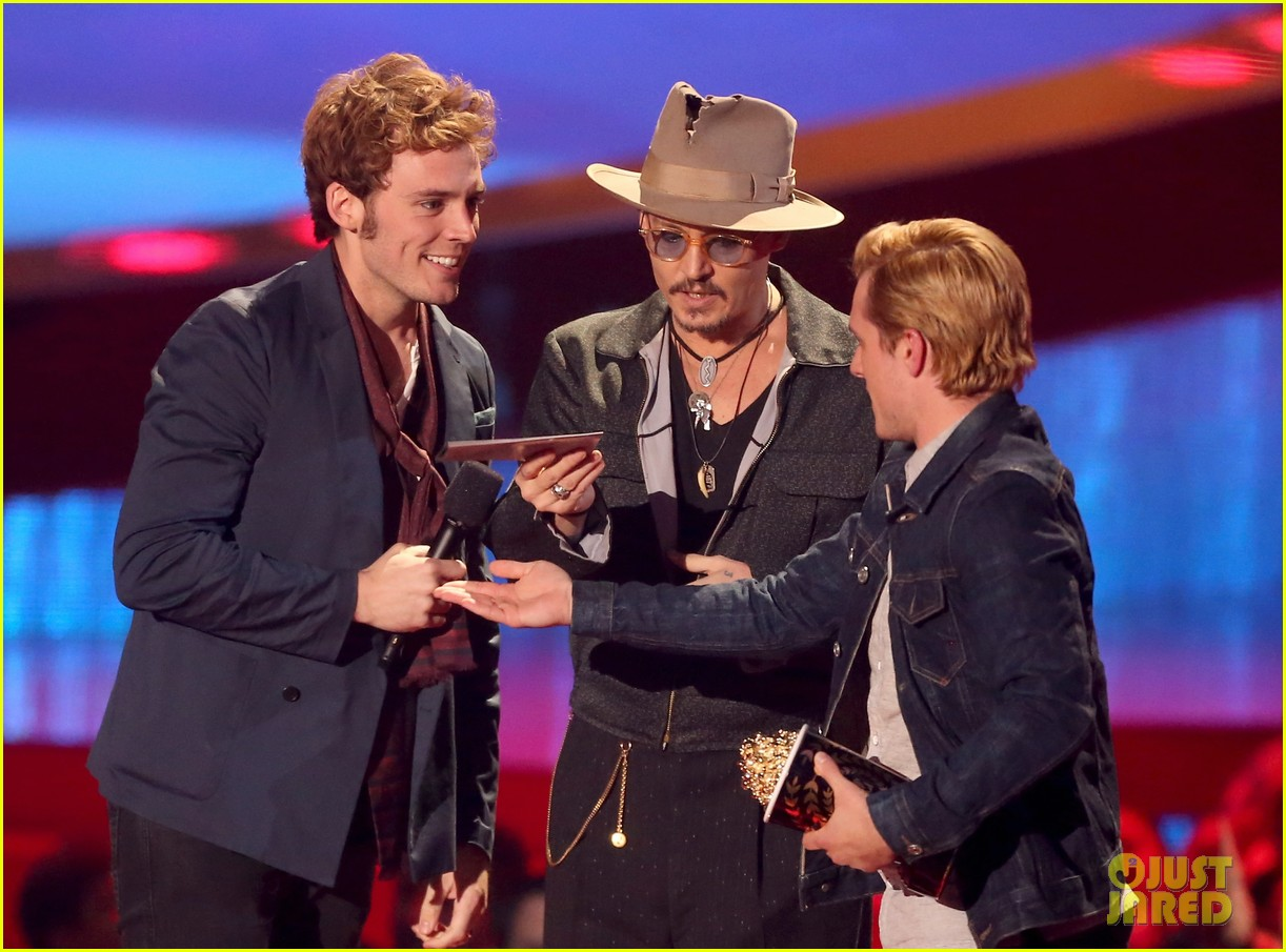 josh hutcherson pays tribute to philip seymour hoffman at mtv movie awards 2014 053091406