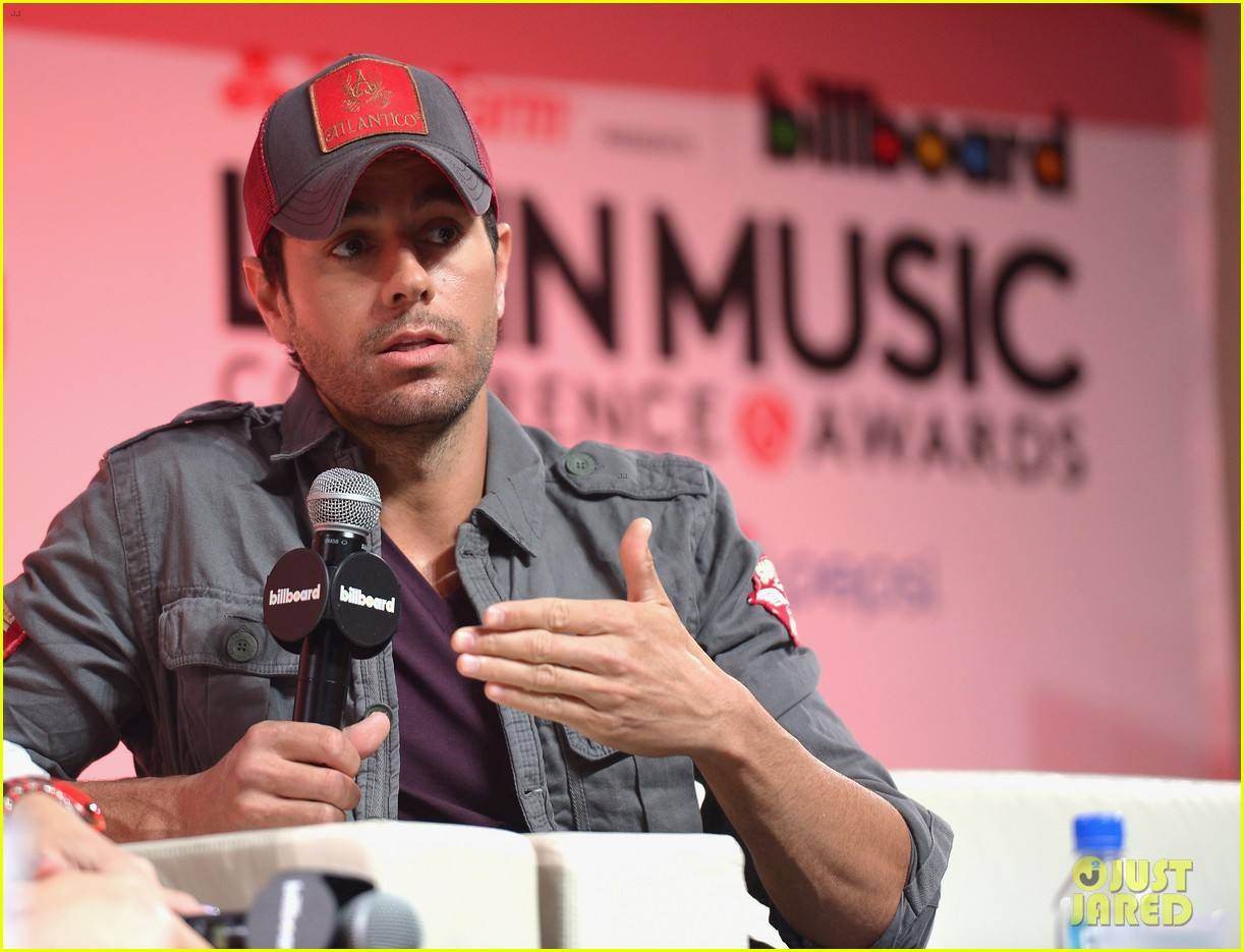 enrique iglesias announces fall tour with pitbull j balvin at billboard event 06