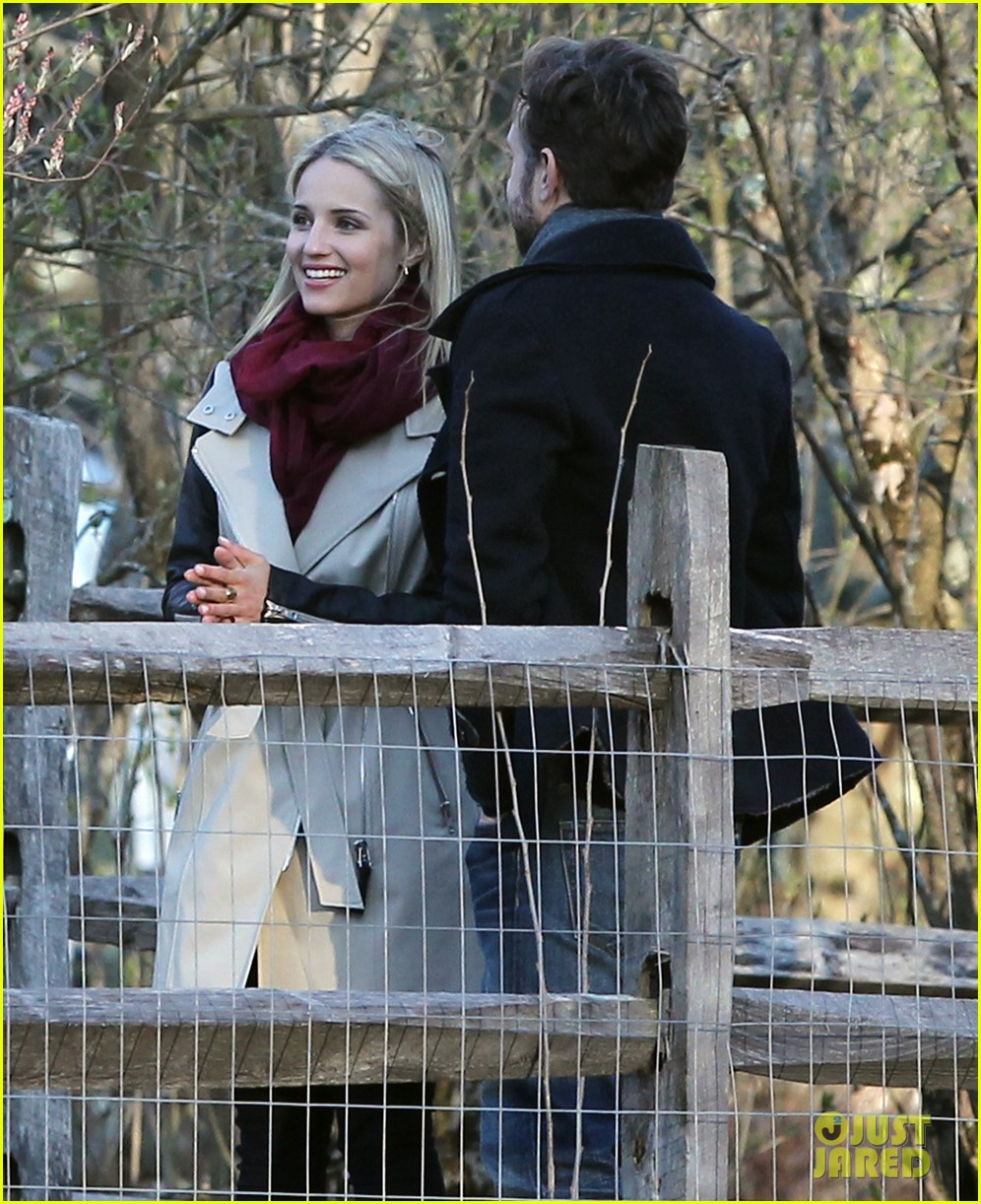 jason sudeikis shows dianna agron pictures of baby otis 073099244