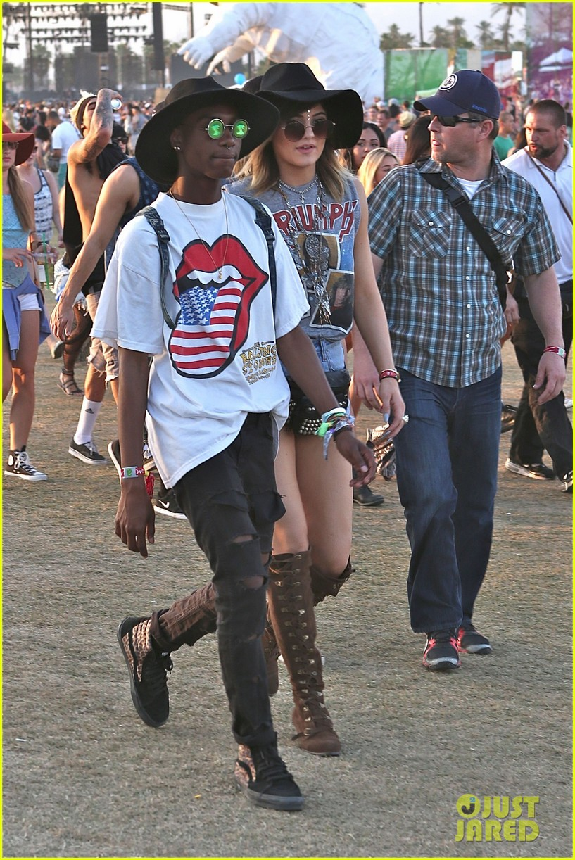 kendall kylie jenner bring their bodyguards to coachella 023095445