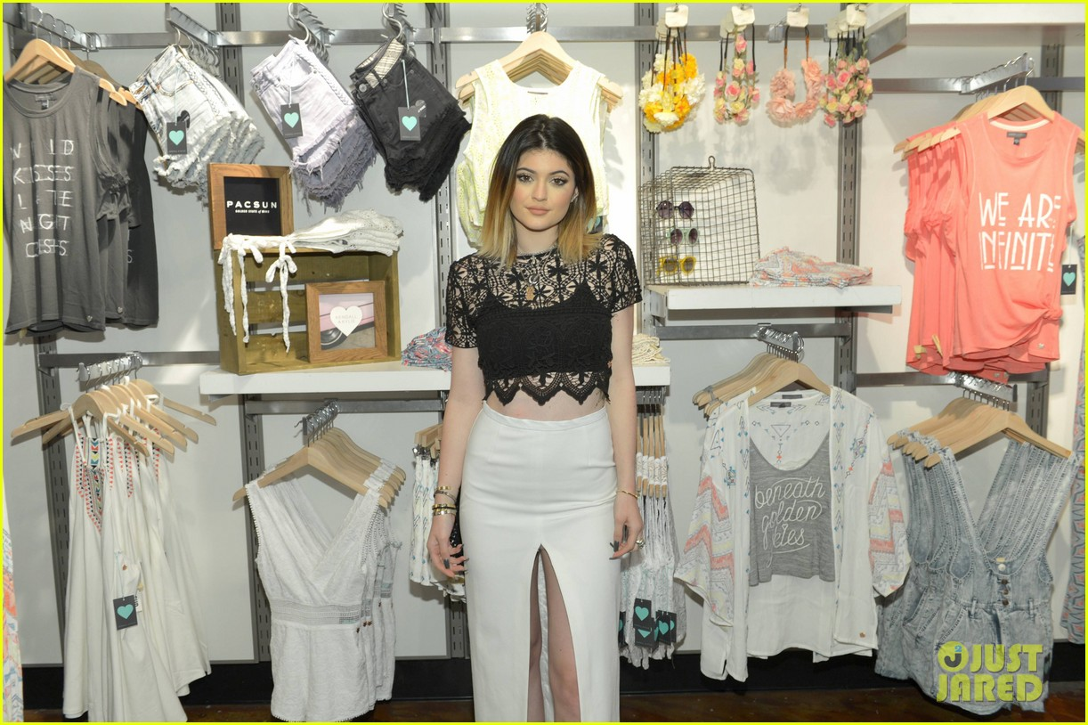 kendall kylie jenner take cute sister selfie at pac sun meet greet 293086101