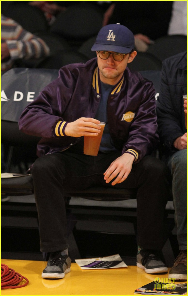 joseph gordon levitt handsome lakers cheerleader 053082510