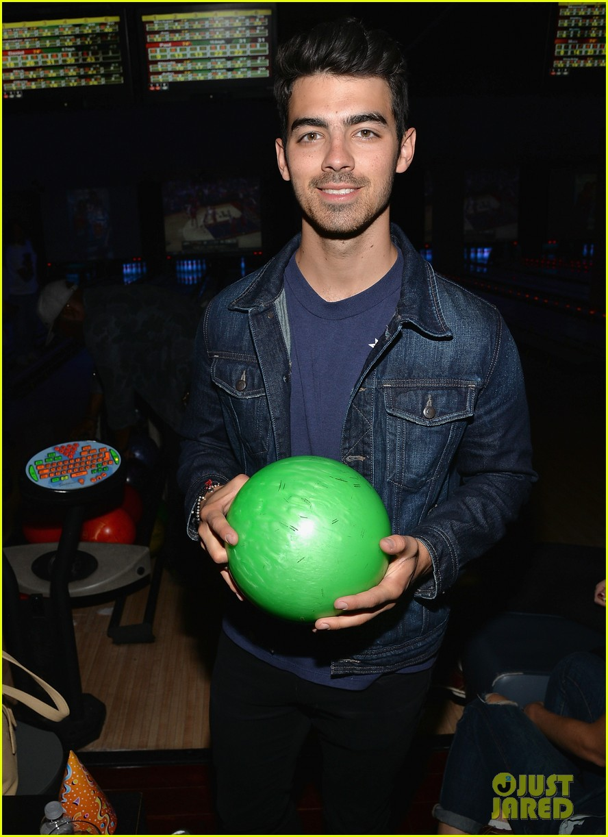nick jonas girlfriend olivia culpo make one cute couple at best buddies bowling 083100582