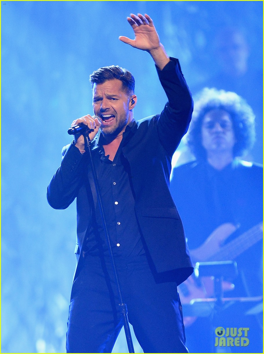 jordin sparks ricky martin perform power of love gala 173100228