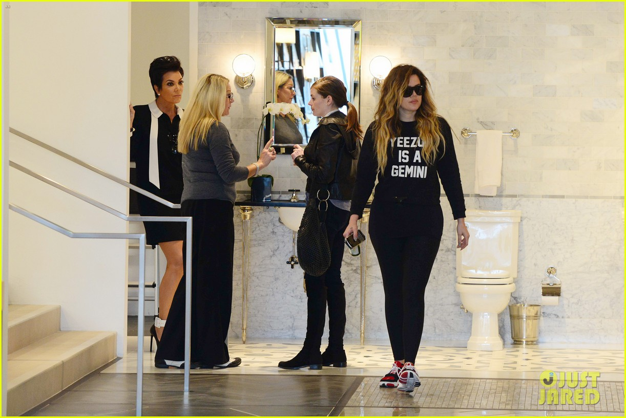 khloe kardashian endorses the messy bun hairstyle 14